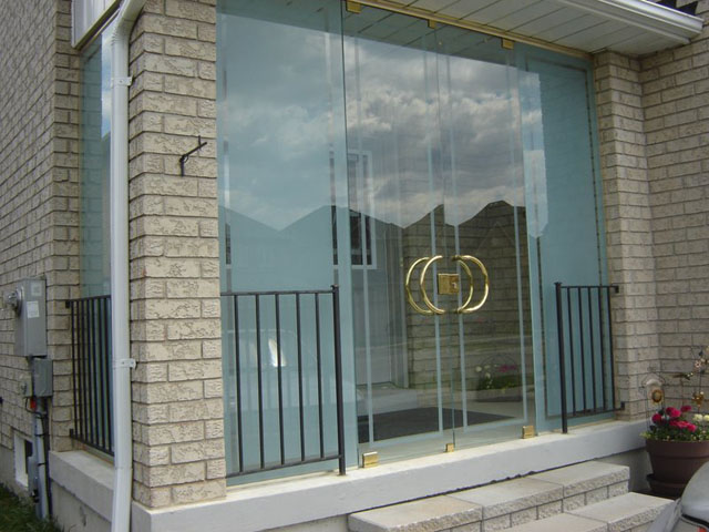Frameless glass porch with modern design and locking doors